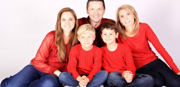 family-1023036_1920
